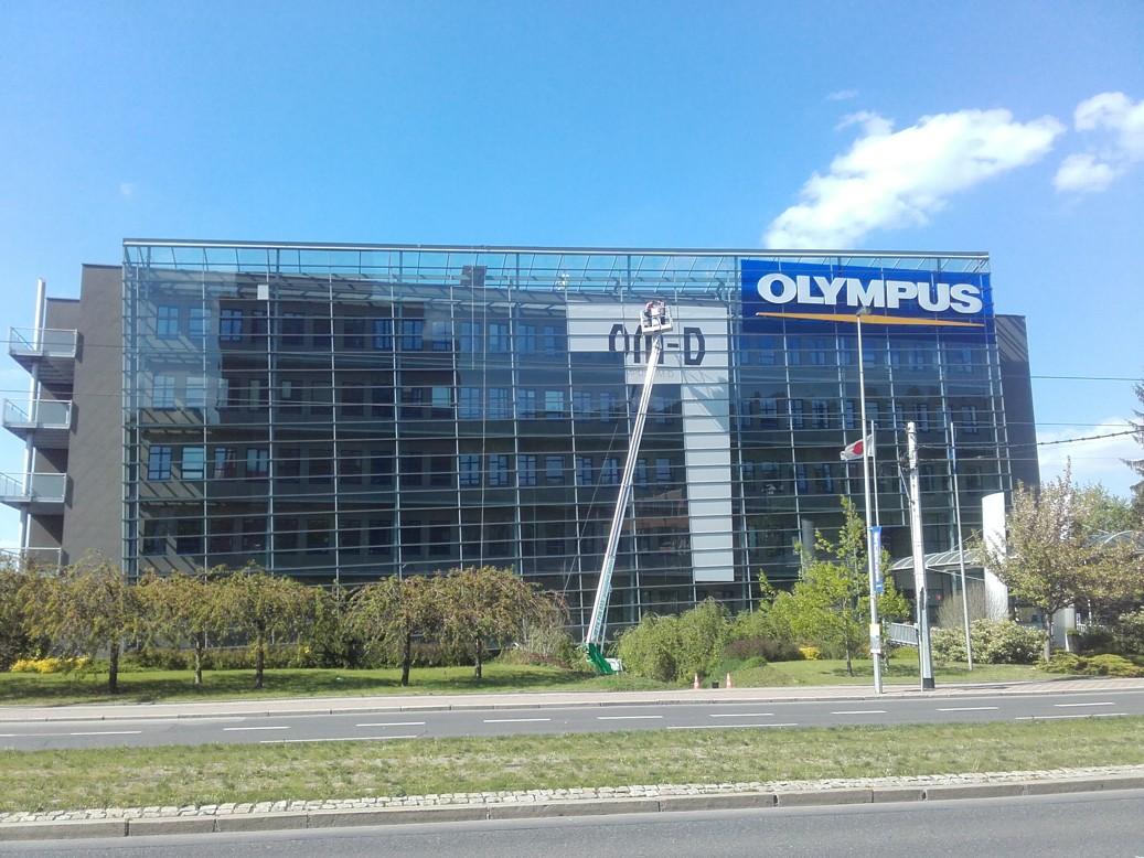 Olympus – deinstalace a instalace nové reklamní plochy